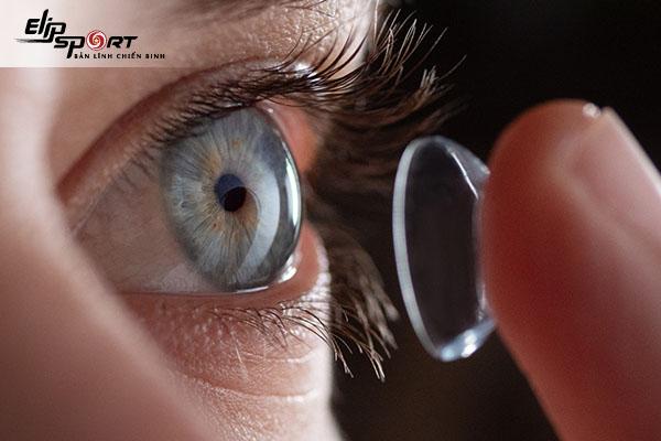 kính áp tròng dùng được bao lâu