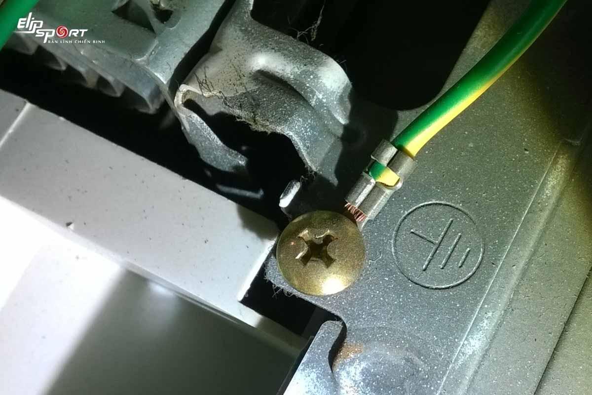 máy chạy bộ bị nhiễm điện