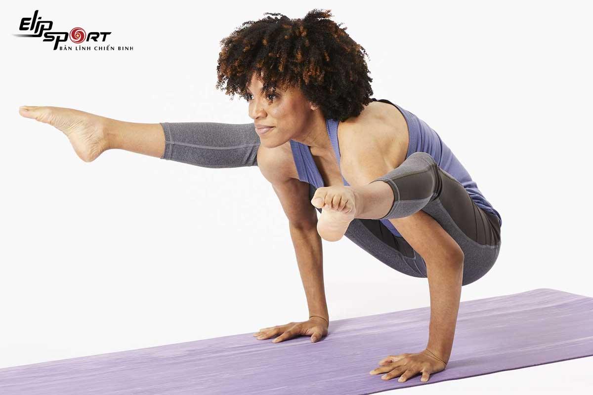 tư thế thăng bằng tay trong yoga