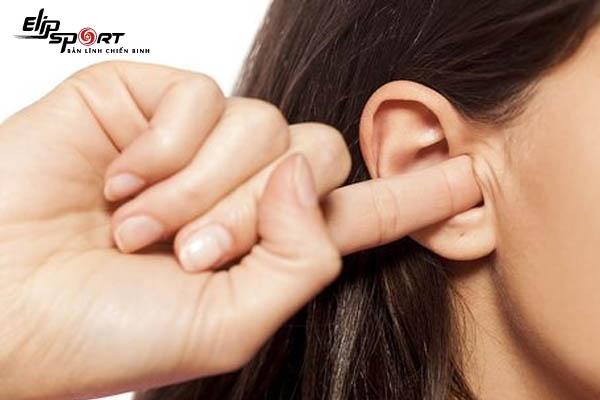 xoa bóp vành tai