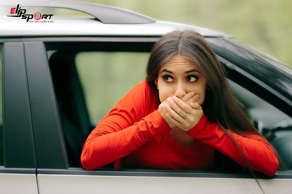 bấm huyệt chống say xe