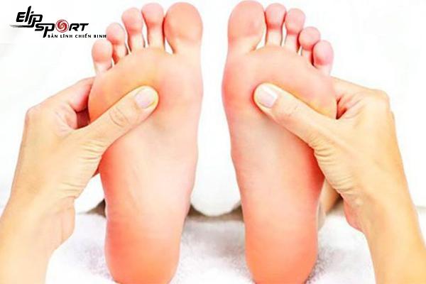 xoa bóp bàn chân