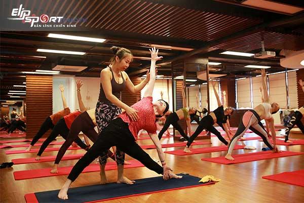 nên tập yoga hay zumba