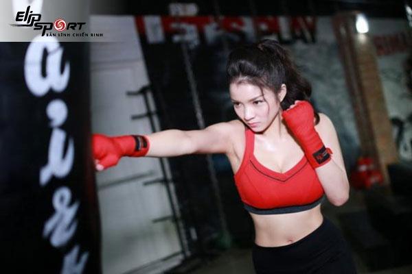 con gái tập boxing
