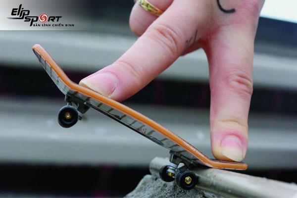 cách chơi ván trượt bằng tay