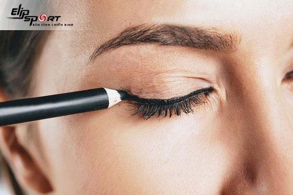 Cách trang điểm mắt tự nhiên theo xu hướng 2021