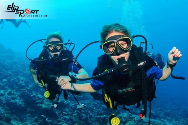 Scuba diving là gì? Snorkeling là gì? Chúng có gì khác nhau?