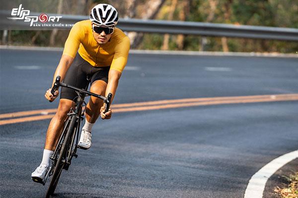 cách giữ thăng bằng khi đi xe đạp