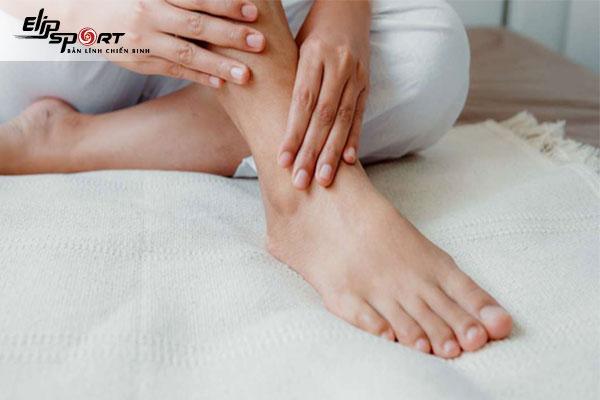 cách chăm sóc móng chân bị bật