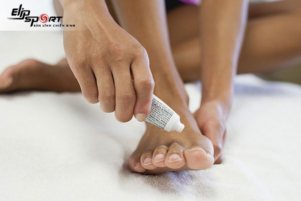 cách trị móng chân bị đen
