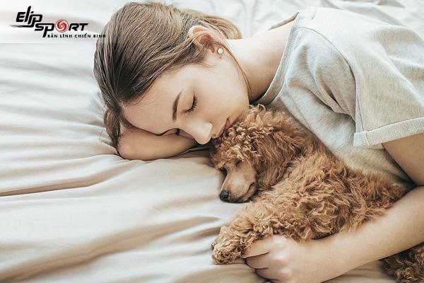 Hội chứng sợ ngủ một mình là gì? Cách khắc phục