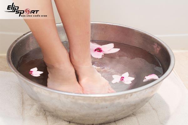 ngâm chân thải độc