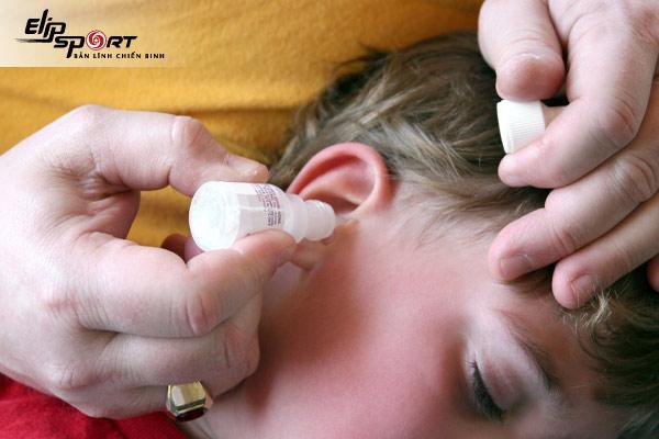 nên bấm lỗ tai cho bé khi nào