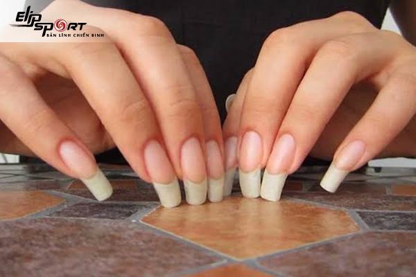 để móng tay dài có hại không