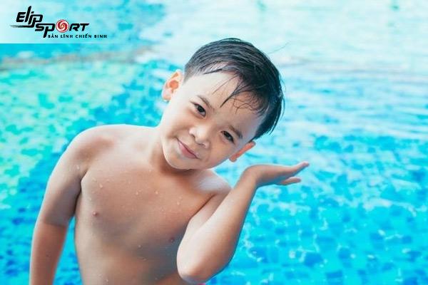 làm sao để nước không vào tai khi bơi