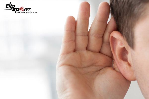 lỗ tai bị hôi