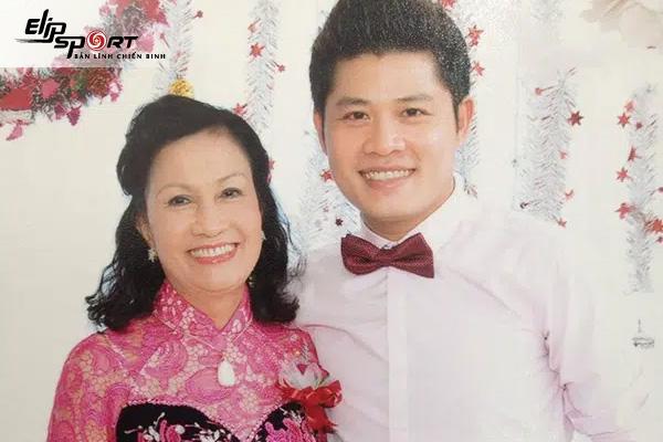 Nhạc Sĩ Nguyễn Văn Chung tiết lộ chuyện tặng mẹ ghế massage
