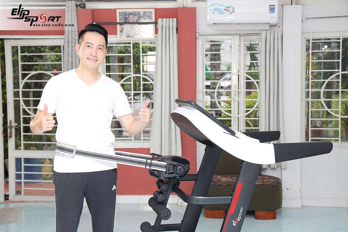 Nguyễn Phi Hùng tập thể thao mỗi ngày trong cơ ngơi 3000m vuông