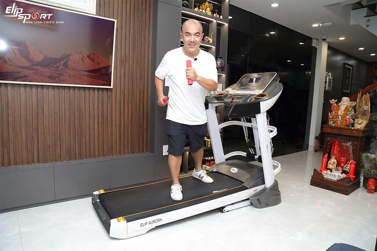 Đạo diễn Quốc Thuận máy chạy bộ