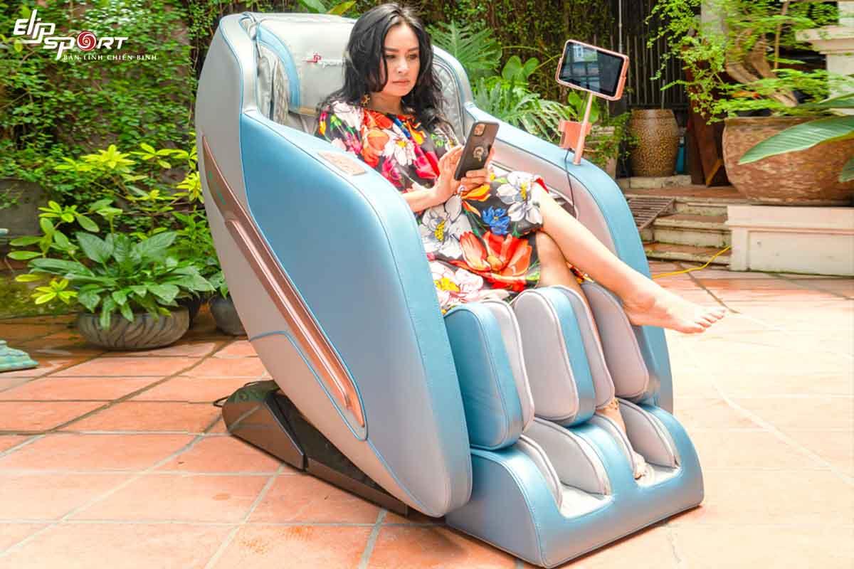 """Diva Thanh Lam khoe ghế massage """"siêu xịn"""