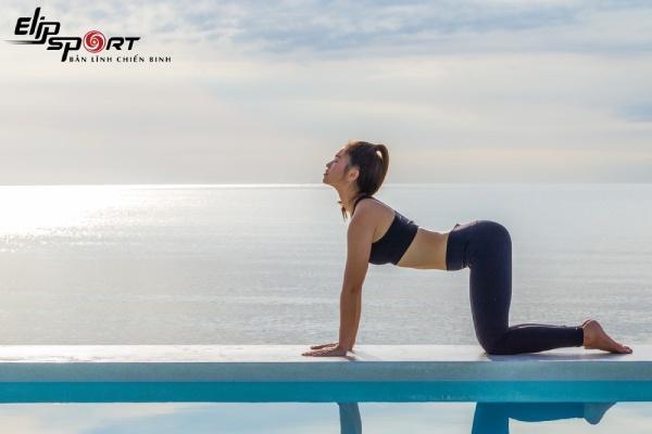 yoga trên giường