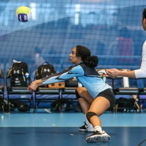 Hướng dẫn cách đỡ bóng chuyền từ huấn luyện viên