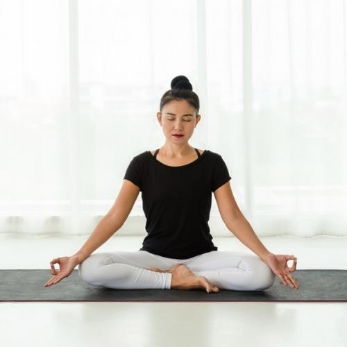 Hướng dẫn cách ngồi xếp bằng không bị tê chân trong yoga