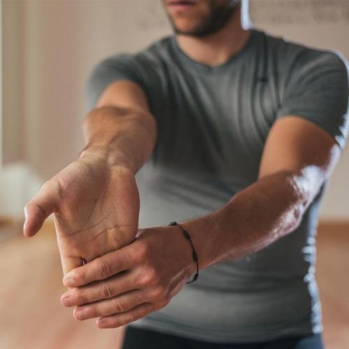 Hướng các bài dẫn các bài tập giúp cổ tay khỏe tại nhà