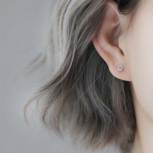 Bấm lỗ tai bị sưng phải làm sao?