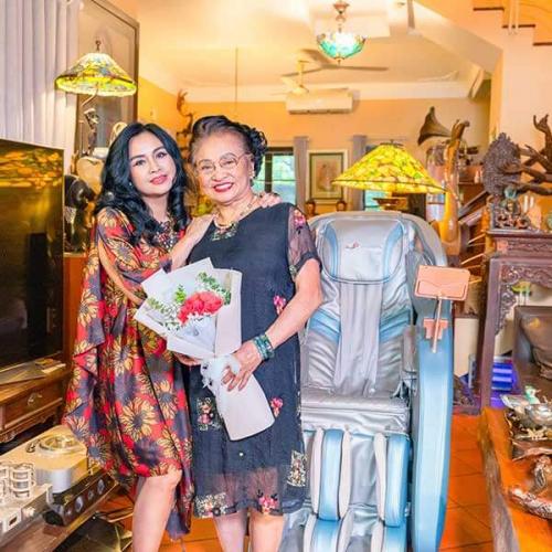 Ca sĩ Thanh Lam hé lộ quà tặng mẹ mùa Vu Lan báo hiếu